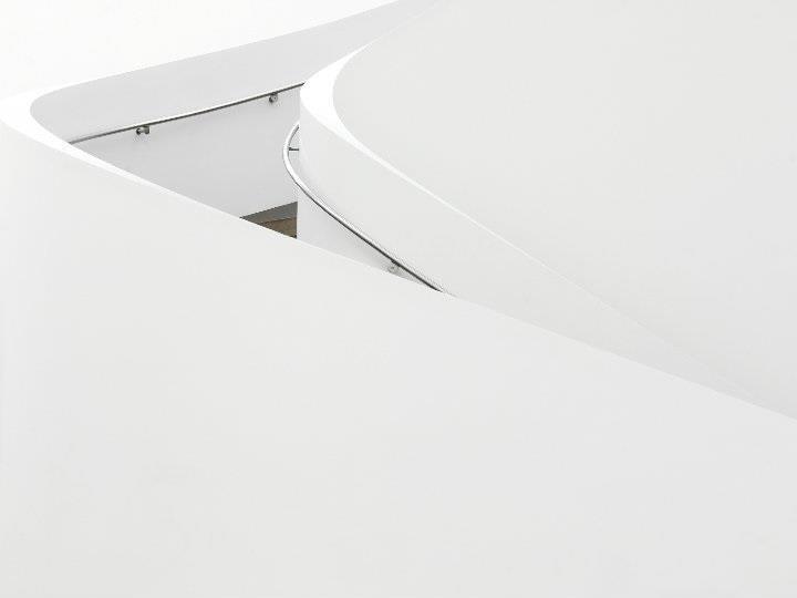 Benjamin Antony Monn - symmetrie white stairs