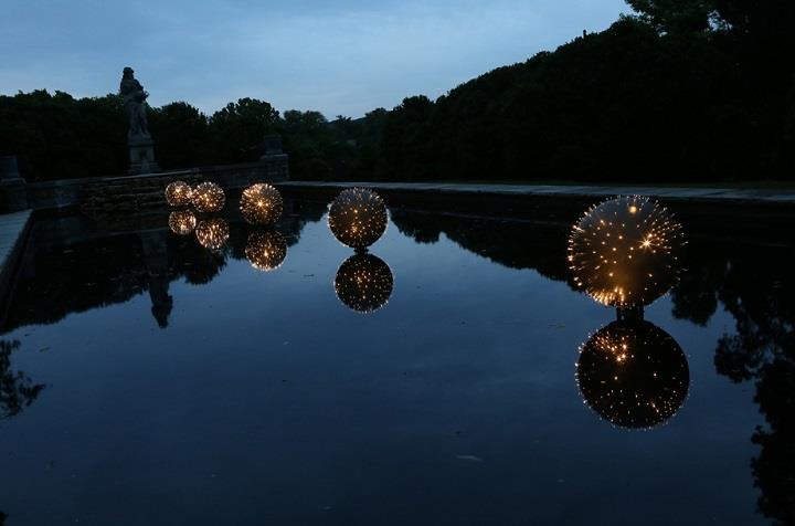Bruce Munro - light balls