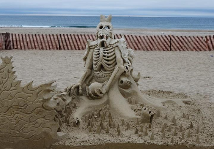Carl Jara - skeleton sand sculpture