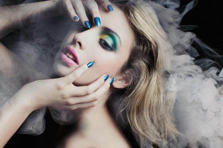 Lucie Eleanor - blue makeup