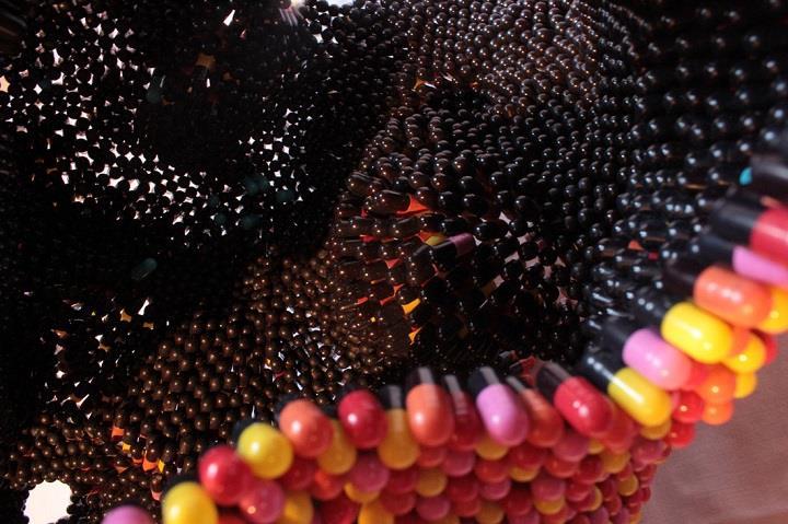 Noumeda Carbone - black side