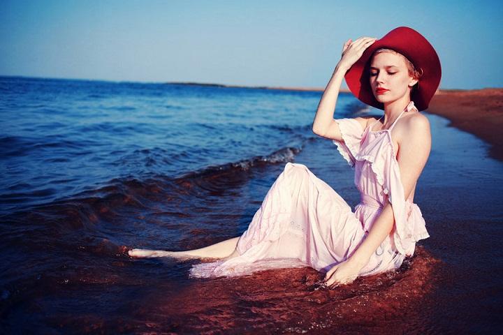 Sarah Ann Loreth - a beach fashion