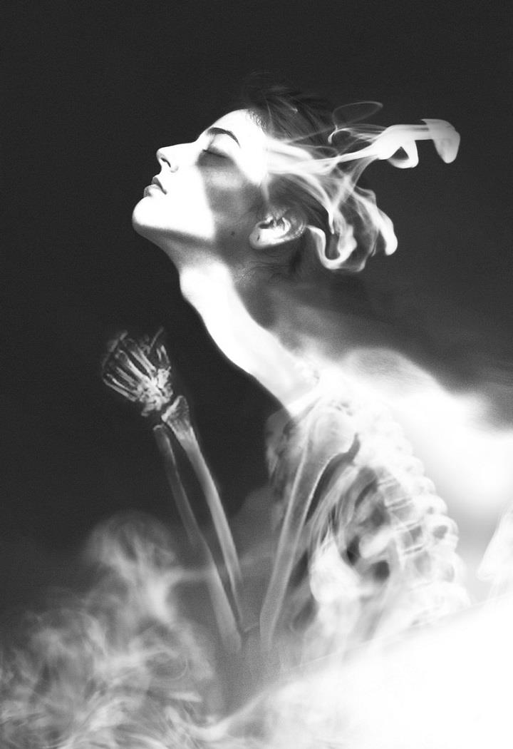 Silvia Grav - black and white