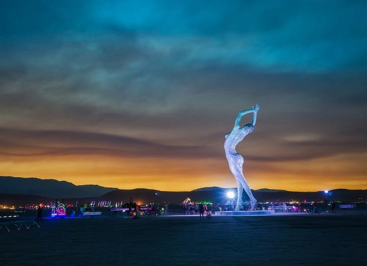 Trey Ratcliff - the lady dances